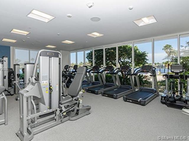 Hamptons West 1004 20281 Country Club Dr 1004 Aventura