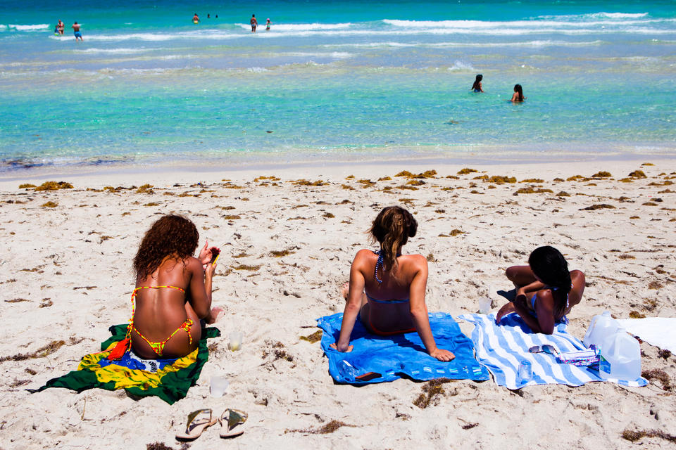 Beach Towel Girls