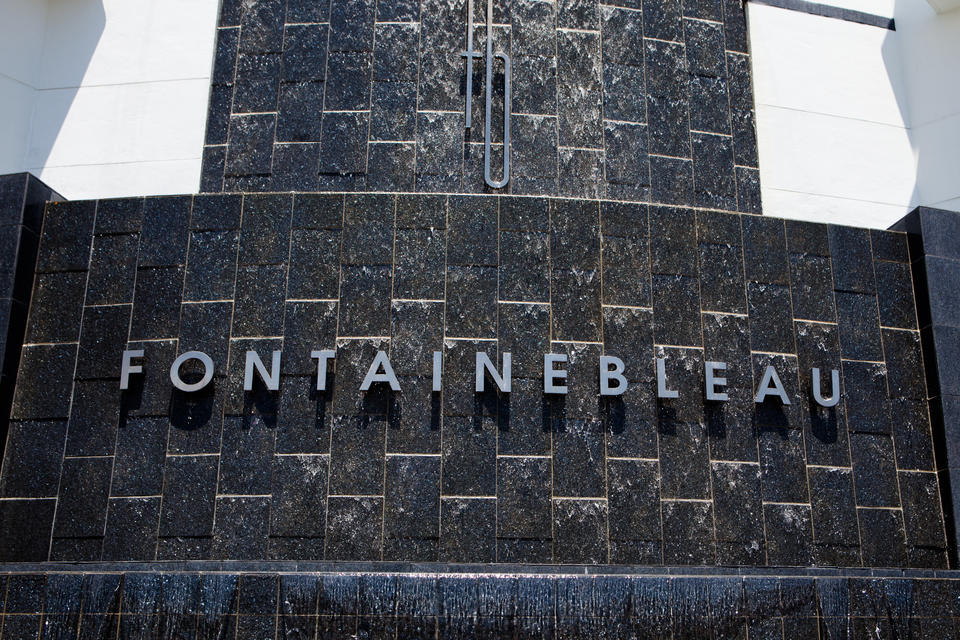 Fontainebleau Sign