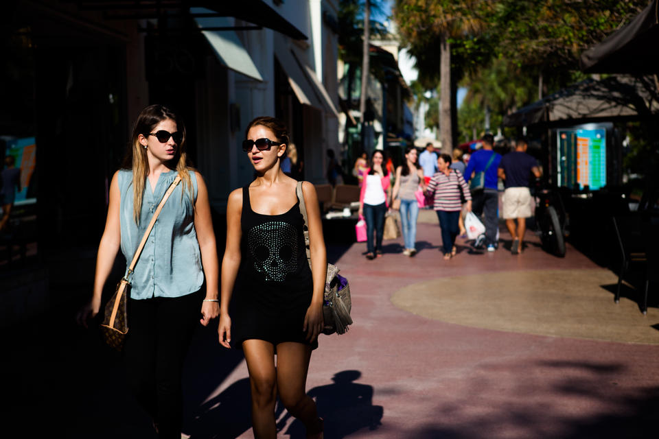 Women Lincoln Road